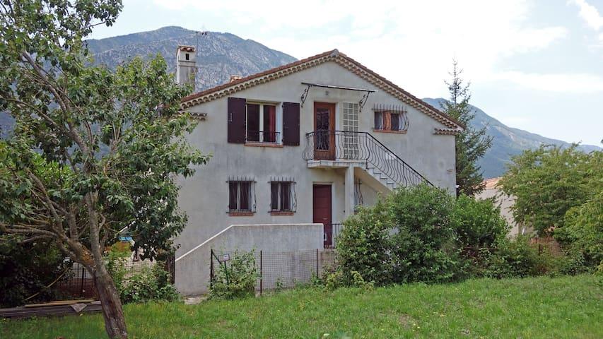 Bel appartement,a l'étage d'une villa Niçoise