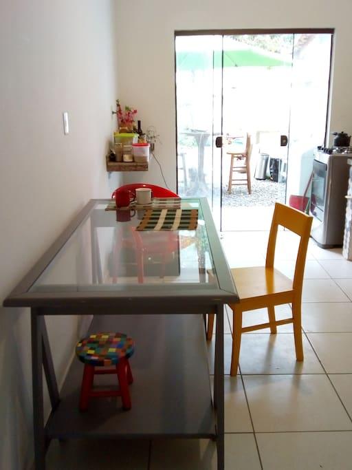 Espaço do café da manhã e cozinha