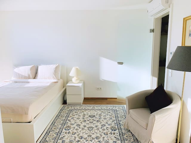 Luxury Apartment close to City Center & VIC