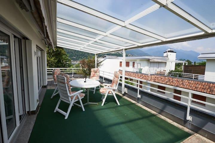 Attika mit grosser Terrasse nahe beim Zentrum