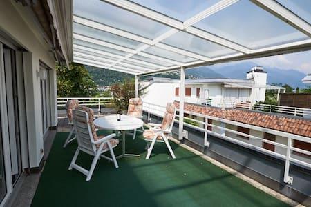 Attika mit grosser Terrasse nahe beim Zentrum - Ascona - Huoneisto