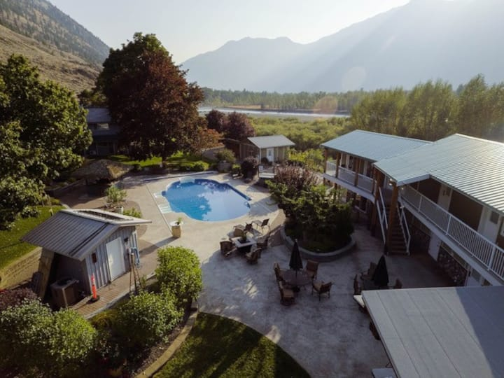 Similkameen Wild re-Treat vineyard - Full estate rental.  Majestic view of the mountains