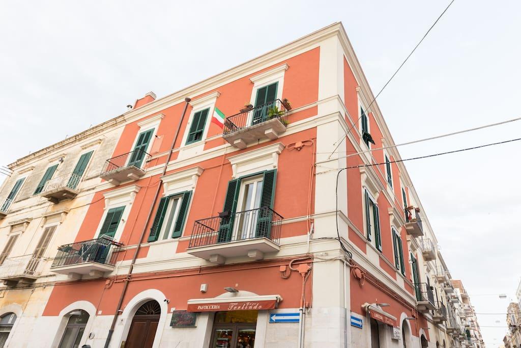 Turenum apartment giuseppe garibaldi pernottamento e for Centro soluzioni airbnb