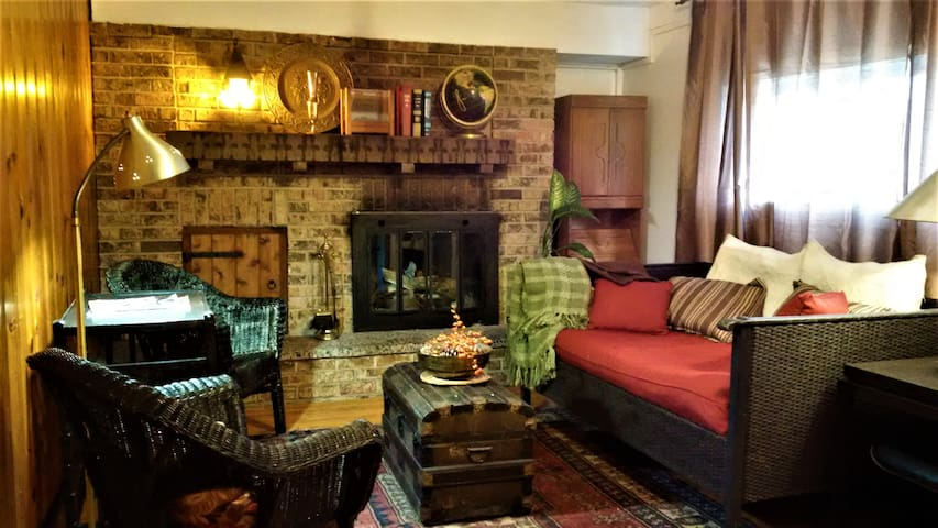 Enjoy winter in Ottawa by a cozy fireplace, Wi-Fi
