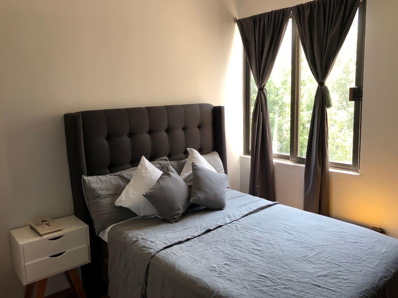Disfruta de una cómoda, limpia y silenciosa habitación muy cerca del Ángel de la Independencia en la Ciudad de México.