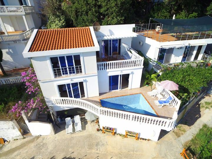 Amazing sea view Villa Natalie with Swimming Pool