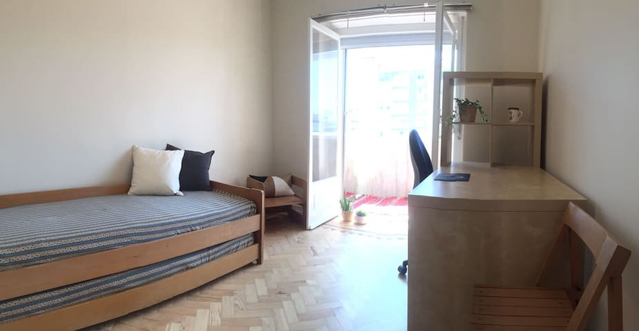 Double room with desk and balcony