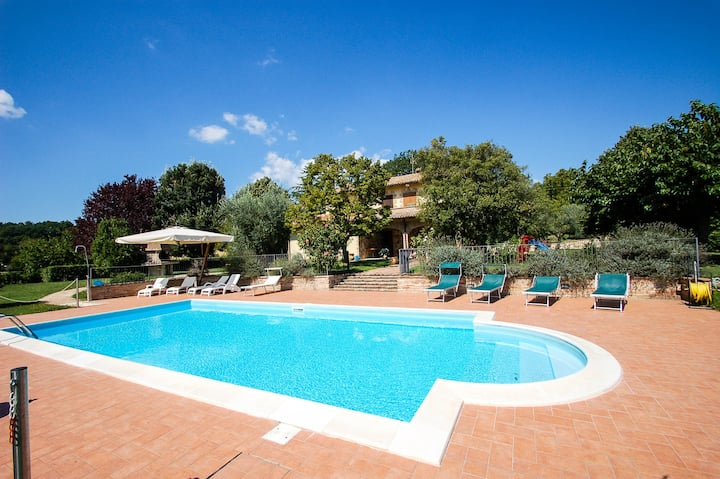 Villa with private pool, a/c at 1km from village