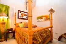 PENTHOUSE 50mt beach private bath& lvgrm fios wifi