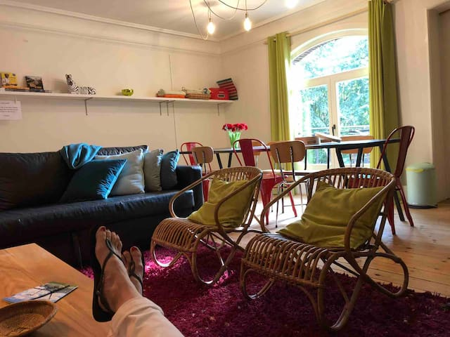 Kortrijk, trendy flat, 3-10p, ontbijtpakket incl.
