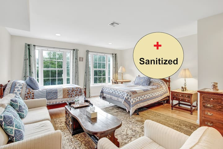 Huge Beautiful ★Sanitized★ Guest Room with 2 Beds!