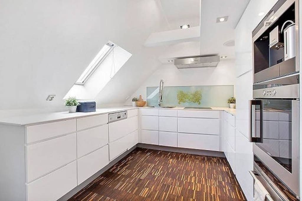 Fully equipped kitchen with oven, dishwasher and coffemachine