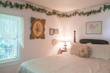 Amazing Grace B&B: Ivy Room - Ithaca - Bed & Breakfast