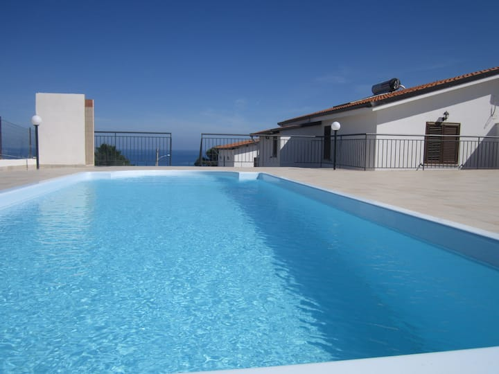 Apartment with pool and sea view - Unit 1