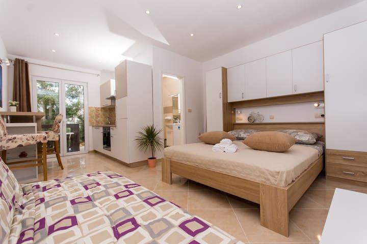 Studio Apartman Sandra****