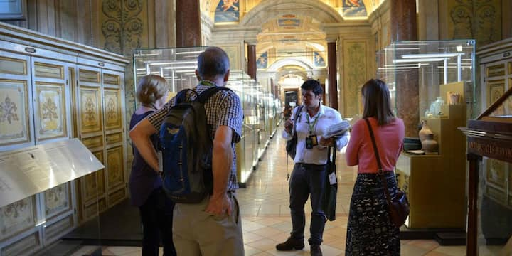 empty galleries on our Vatican tour!