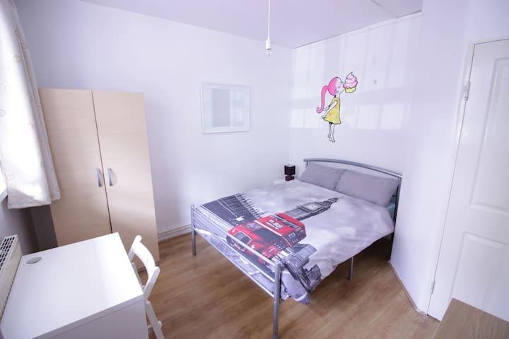 (ROB-A)BRIGHT ROOM FOR 2 PPL NEAR RIVERSIDE - 倫敦 - 公寓