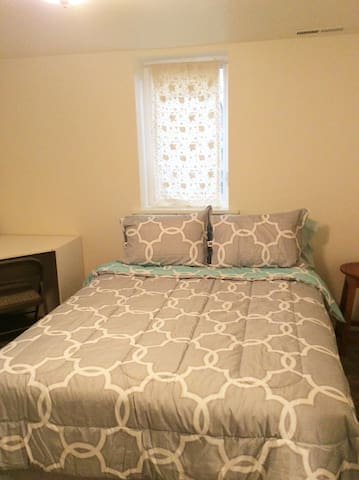 Queen bed. We can make up two twins if you prefer.