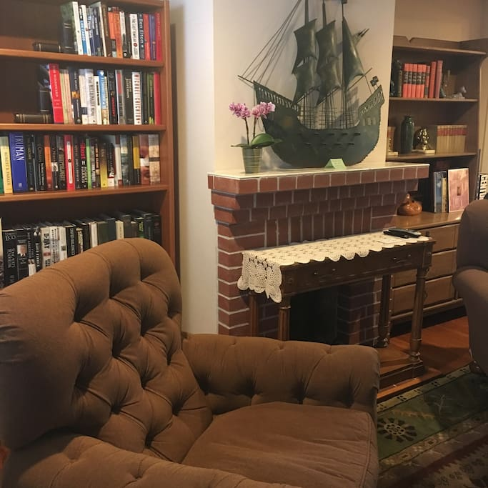 Comfortable recliners in relaxed library like living room