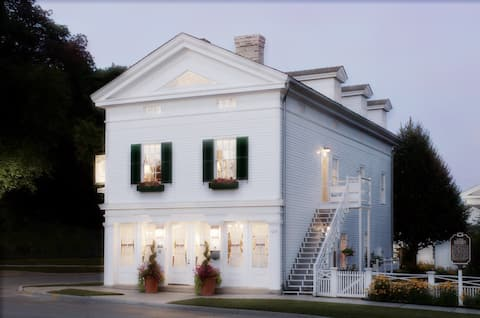 The Rochester Inn - Signature Two-Story Suite