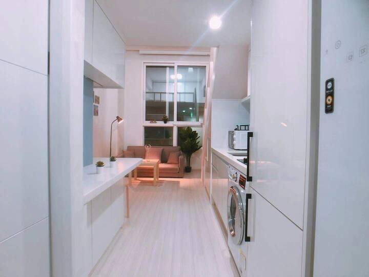 【3mins】Hongdae/Sinchon New Cozy Loft Free Wifi