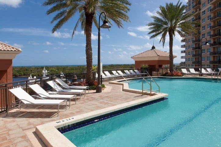 Luxury Waterfront Apartment! Steps to Beach!!! - ฟอร์ตลอเดอร์เดล - อพาร์ทเมนท์