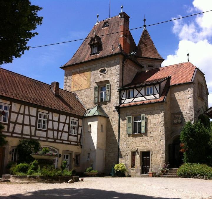 Wohnen in originellem, historischen Schloßturm