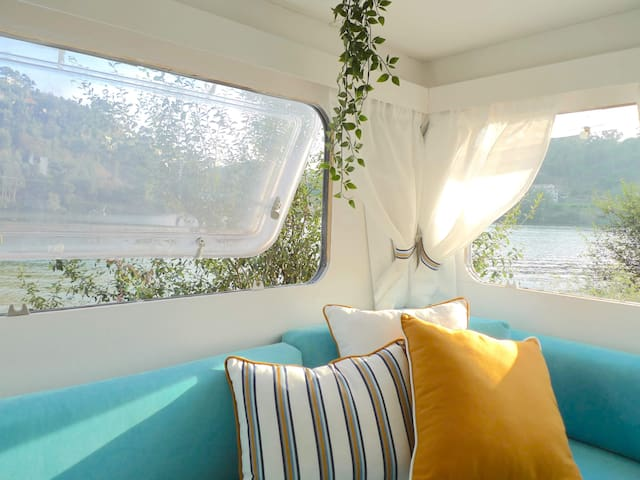 Amora Caravan Glamping by the River (Douro/Tâmega)