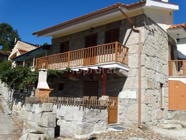 Cantinhos d'Aldeia - Viseu - Villa