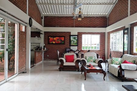 Caicedonia - Excellent Villa in Coffee Triangle