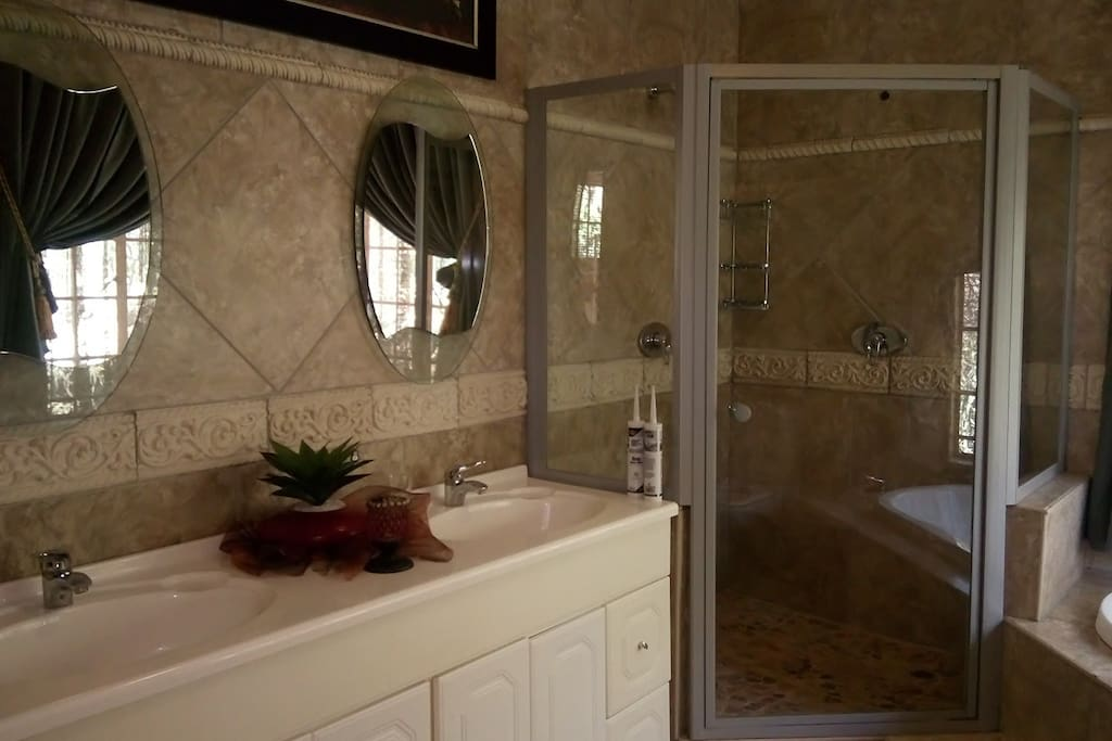 UNIT 5 - ALSO USED FOR BRIDAL ROOM  Bathroom