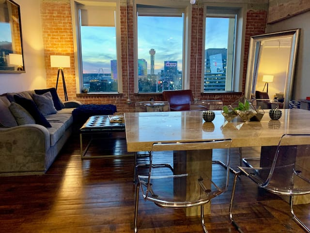 Luxury Downtown Loft + Stunning View