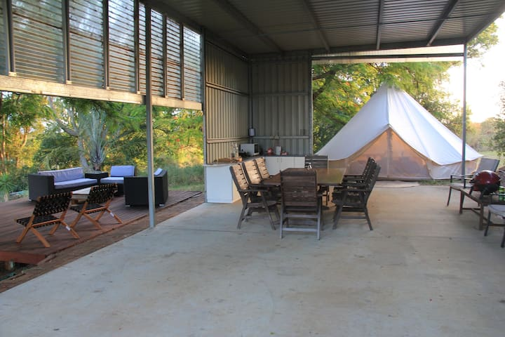 Coast Farm Glamping - eastern valley views +(shed)