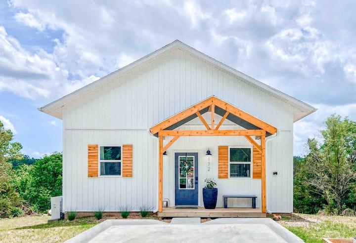 Modern Farmhouse With a Loft, Unbeatable Location