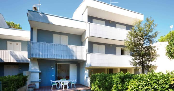 apt for 4+1 persons with a/c in Bibione R76953