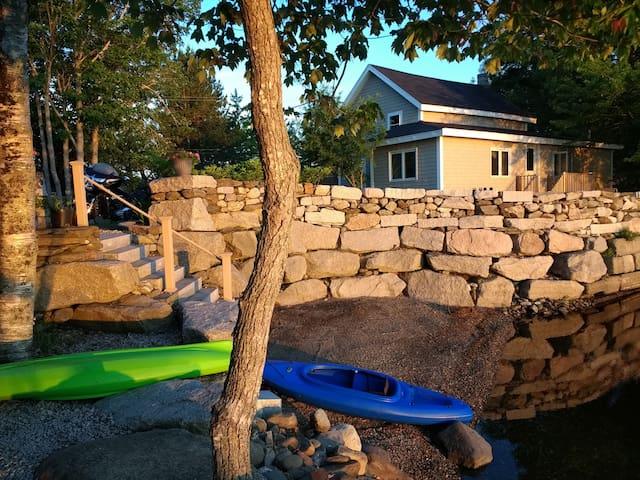 Lovely Lakefront Cottage