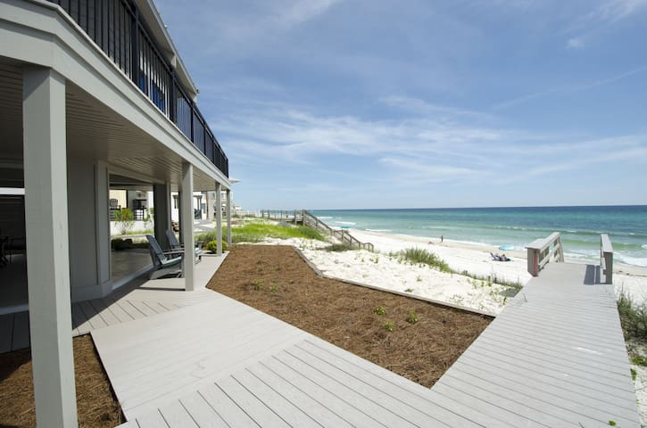 Paradise30A ~Nifty Shades, Beach Front Home, Beach Chairs during Season!