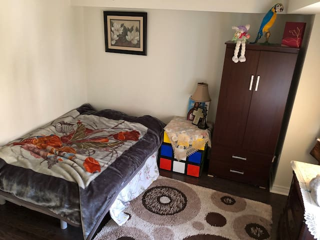 Townhouse 1min walk from RT station - close to STC