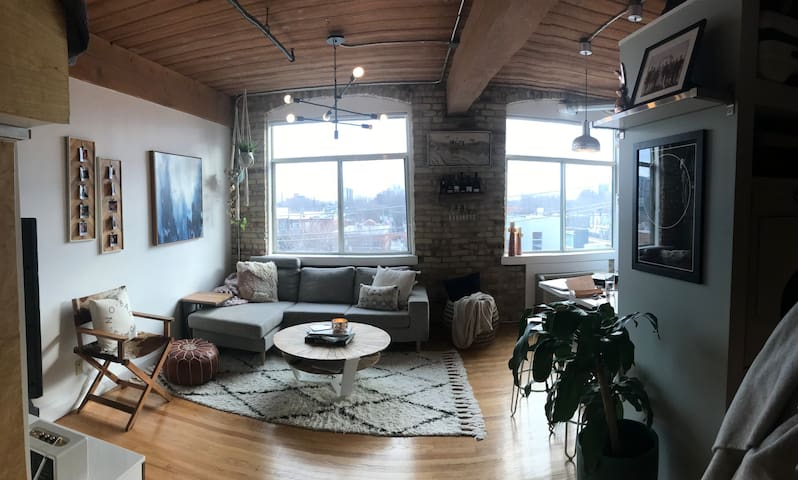 Hip Loft in Trendy Parkdale Neighbourhood
