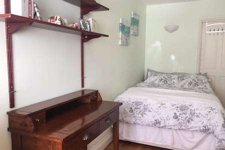 London double bedroom, own bathroom & living room