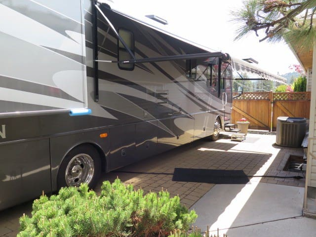 Kelowna Land Yacht..children and pets welcome !