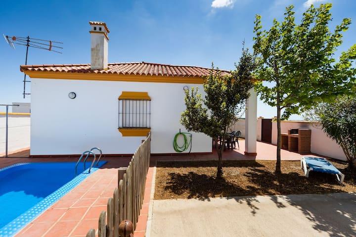 Encantadora casa con piscina y WiFi – Chalet Bellavista