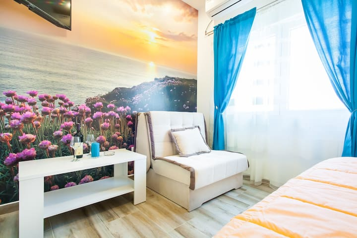 "Seafront Apartment ""Sunset"" Zmukic"