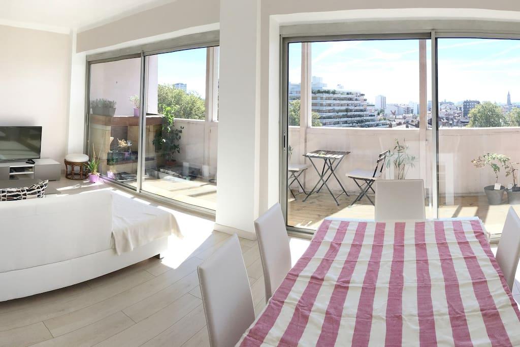 Chambre lumineuse 15m2 balcon bright cozy room for Chambre 15m2