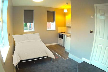 High Spec - Self contained Living space - Salford