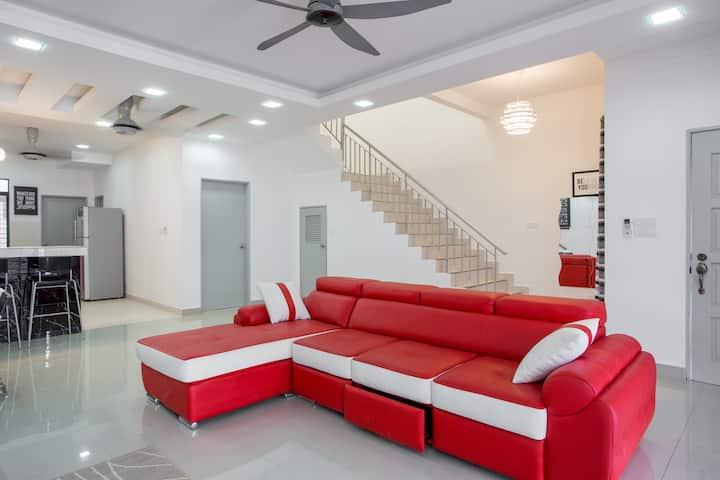 Aarisa Guest House at Saujana Rawang [FREE WIFI!]