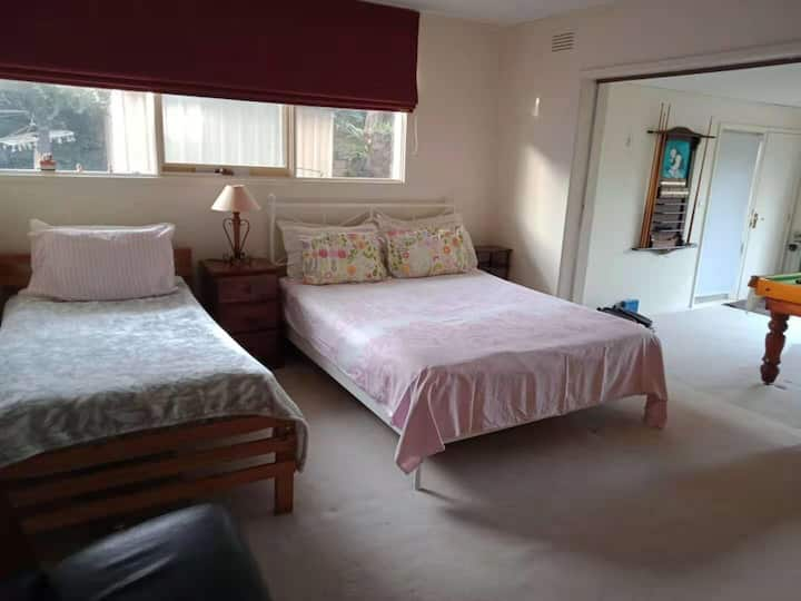 Family share house with big bedroom in Doncaster