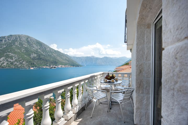 1 Bedroom Apartment with Beach, Perast views