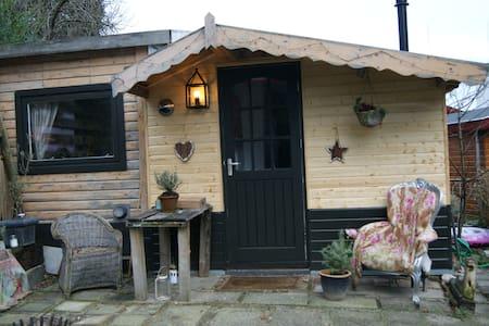 Mini tuinhuisje/Mini guesthouse - Chalé