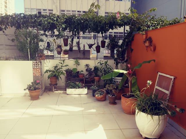 Apartamento no centro com Jardim!!